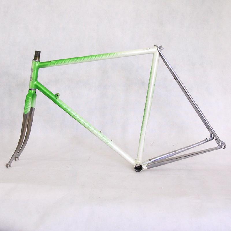 cadre fourche contre la montre artisanal vert et blanc roger roche taille 53 cyclollector
