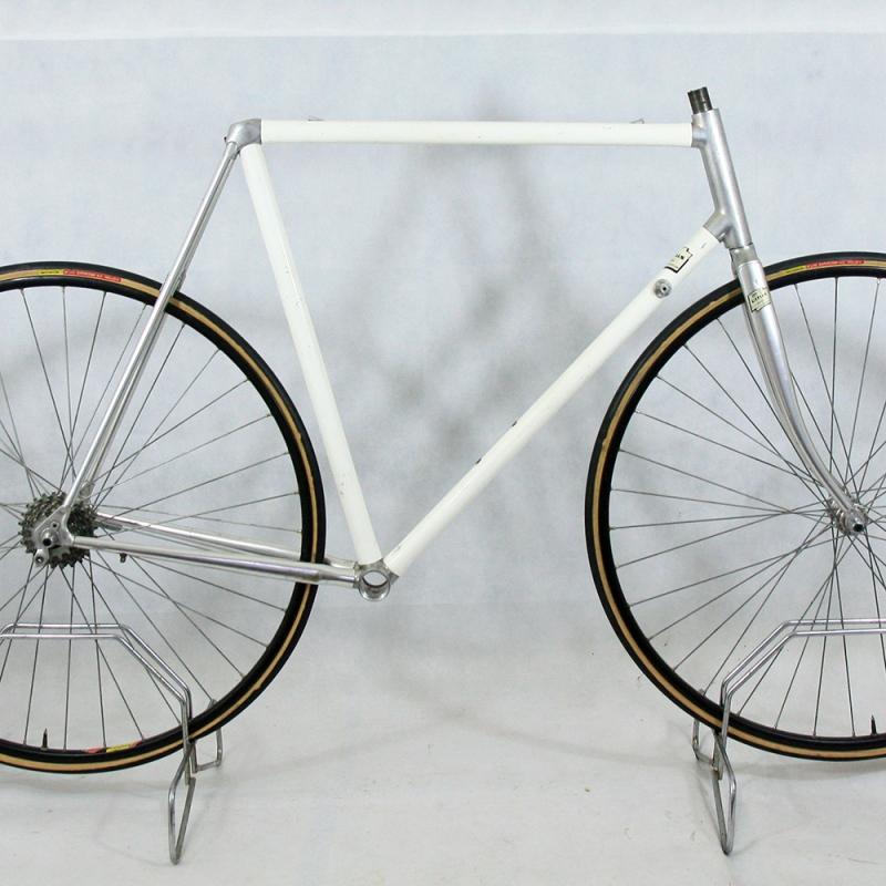 White Frame and Forks Vitus 979 Size 58