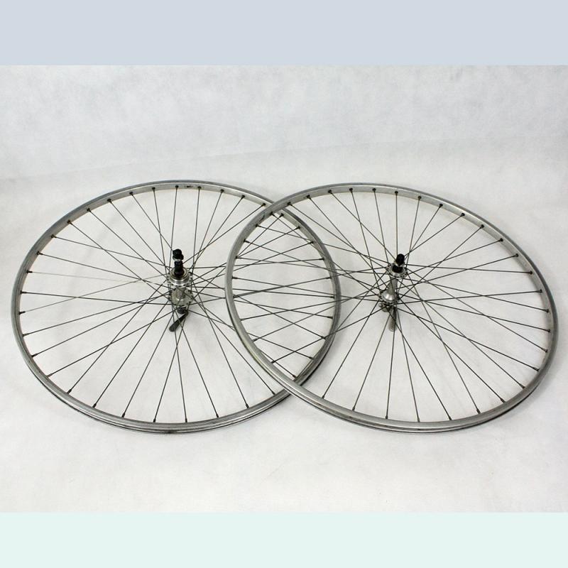 Super Champion Wheelset Atom hubs